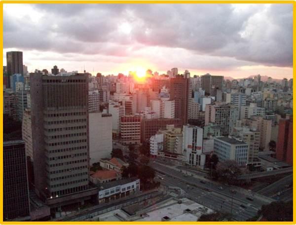 ...vista para uma São Paulo com céu não de Sueli, mas com direito a um pôr do sol...