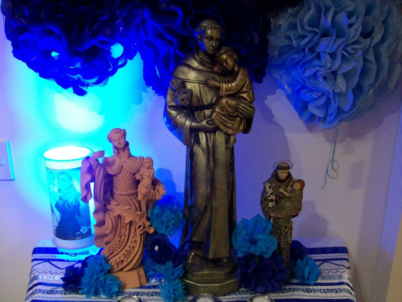 O altar do Santo Antônio para reza da 13a noite