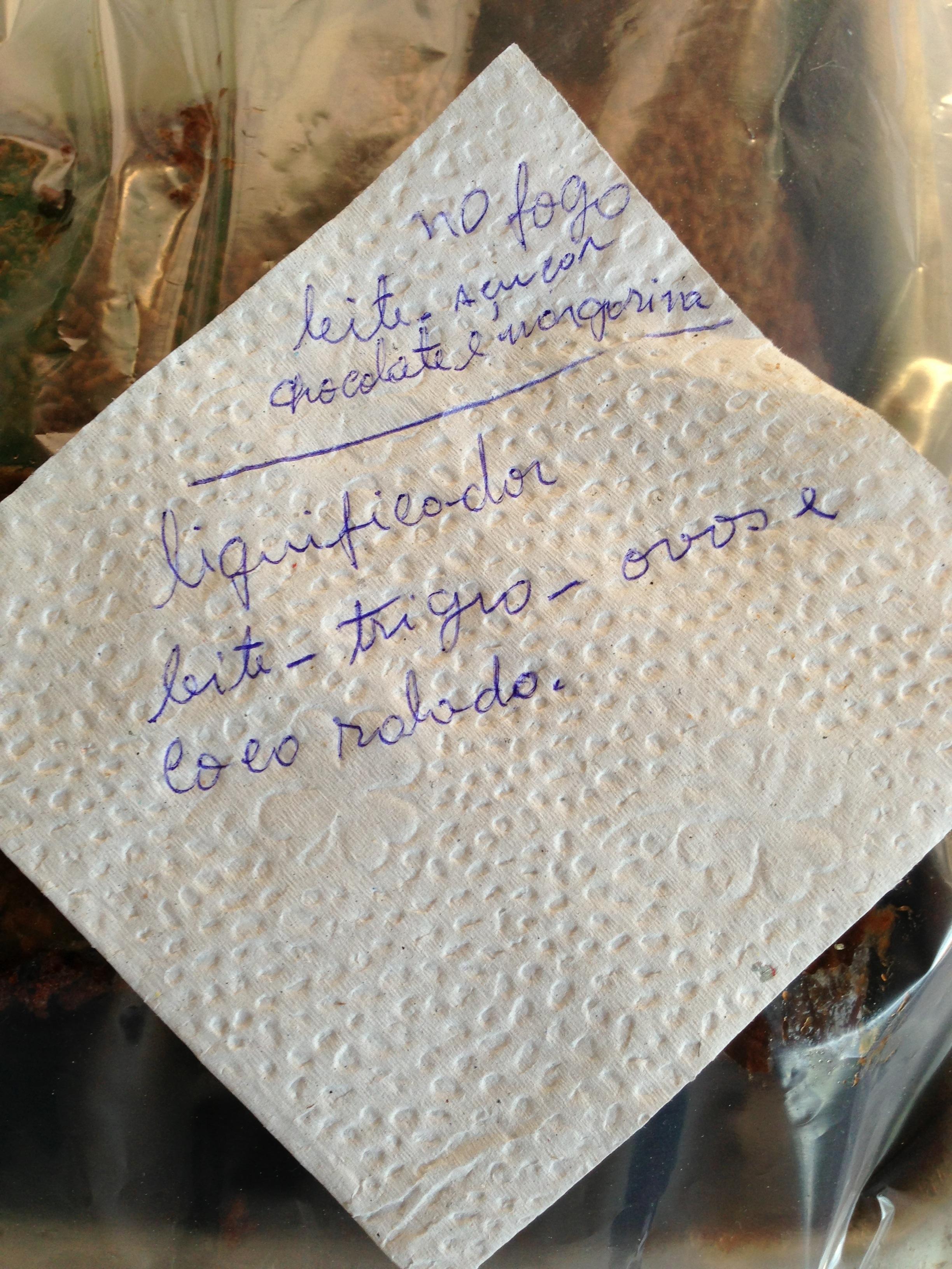A receita do bolo de arroz. Onde está a receita? E as quantidades dos  ingredientes? E o ARROZ?