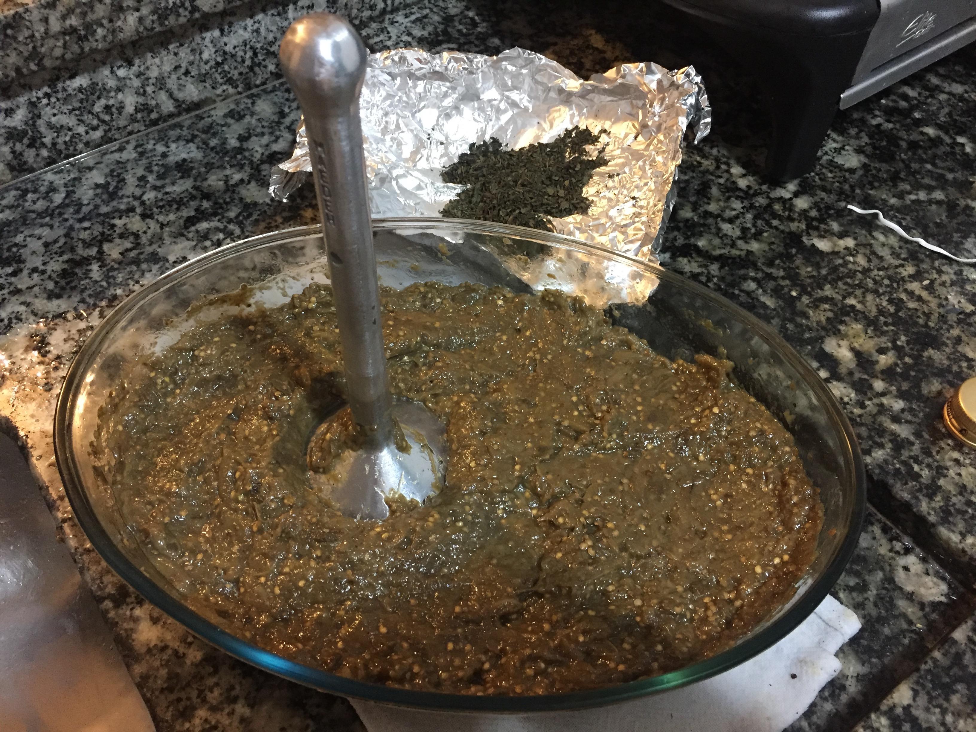 O amassador é um utensílio indispensável na cozinha persa, sendo usado em muitas receitas